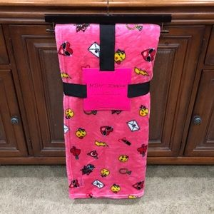 ❤️😍😘 ( NWT ) BETSEY JOHNSON COLLECTION BLANKET